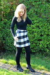 Amy Keeling - Primark Black Long Sleeve, Topshop Check Skirt, Clarks Macay Halle Black Ankle Boots - Check It Out