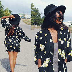 Muny B - Motel Rocks Kimono, Zara Lace Skirt, Ray Ban Sunglasses - Spring Flowers for Autumn