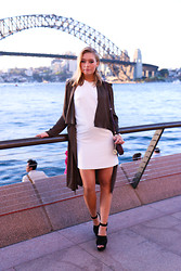 Isabel Aldén - Zara Coat, Gina Tricot Dress, Zara Shoes, Dkny Bag - By the Harbour Bridge.
