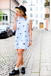 Esra E. - Zara Eye Print Dress, Asos Flatforms, Zara Hat - Neopren eye dress