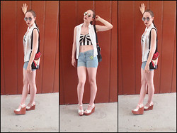 Pauline - Forever 21 Round Sunnies, Forever 21 Bow Tube Top - Nueva Grunge