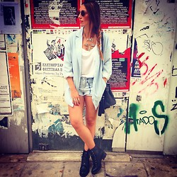 ANNA T. - Stradivarius Blazer, Bershka Boots, Pull & Bear Shorts - Hate me or Love me