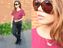 Jessica Sheppard - House Of Harlow Nicole Sunglasses, Disneyworld, Florida Name Necklace, Misspap Mesh Crop Top, Asos Ripped Knee Mom Jeans, Primark Patent Boots - SECTIONED.