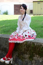 Tsukiko - H&M Flowers, Handmade Strawberry, Bodyline Strawberry Skirt, Porcelain Doll Cream Shoes, Innocent World Blouse With Pink Frills - My strawberry summer