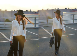Stephanie Van Klev - Patrizia Pepe Hat, Hallhuber Blouse, Levi's® Jeans, Jimmy Choo Ankle Boots - AGAINST THE SUN