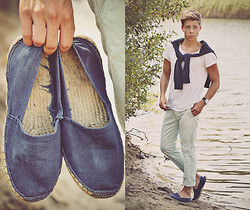 Edgar - H&M White Cotton T Shirt, Primark Light Blue Chinos, Primark Navy Espadrilles, H&M Navy Sweater - LOST WITHOUT YOU