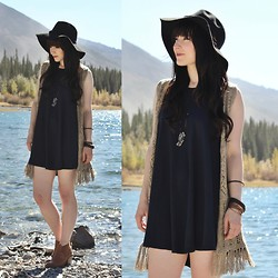 Jocelyn Jacobson - Shesso Gem Necklace, Ya Losangeles Fringe Vest, Aldo Leather Booties - Bridges