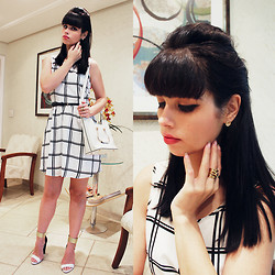 Lidia Zuin - The Beauty Box Bump It, Romwe White Checked Dress, Milanoo White Vintage Bag, Carmen Steffens Black, White And Gold Sandals, Sammy Dress Golden Moon Earring - White sixties
