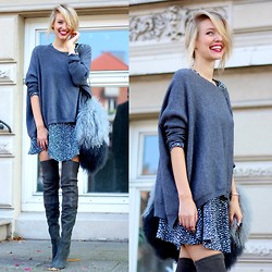 Leonie Hanne - Zara Overknees, Zara Oversized Knit, Zara Furry Bag, Zara Print Dress - The furry bag