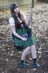 Andrea Funk / andysparkles.de - Ludwig Und Therese Dirndl Loretta, Melvin & Hamilton Chelsea Boots - Wiesn-Outfit 1