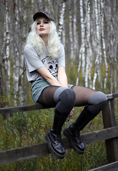 Sotzie Q - Stylemoi Gray T Shirt, Camouflage Snapback, Dr. Martens Black Boots - Watching the warm poison rats