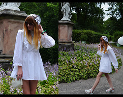 Malin Rouge - Vintage Hippie Dress, Asos Butterfly Veil - All white hippie