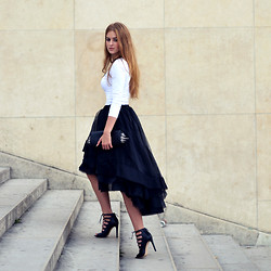 Lara Rose Roskam - Claes Iversen Tule Skirt, Zara Heels, Christian Louboutin Spike Clutch - PARIS FASHION WEEK