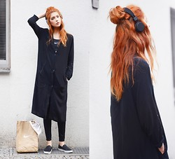 Ebba Zingmark - Junkyard Xx Xy Coat, Nike Sports Bra, Dkny Sneakers, Dr Denim Leggings - Wind it up and watch it go