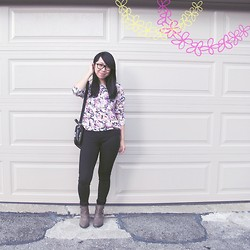 Betty; L - Forever 21 Cut Out Booties, Stitches Floral Sweatshirt, Bluenotes Black Skinnies, Vintage Vintag Bag - Flowers for fall