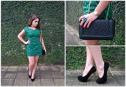 Karen Bartolomeu - Mercatto Green Dress, Renner Black Bag, Black Shoes - Green dress Mercatto