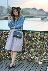 Tamara Kalinic - Chanel Bag, Topshop Jacket, Topshop Hat, H&M Skirt, Chanel Flats - Love Lock Bridge