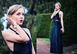 Darya Kamalova -  - BELGIUM: NOT MY WEDDING IN A LONG BLACK DRESS‏