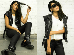 Gabriela Ballow - Balenciaga Patent Leather Cut Out Boots, G Star Raw Black Wax Skinny Jeans, Celìne Black Square Framed Sunglasses - Leather fo evaaa