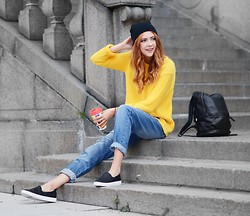 Ebba Zingmark - Brixtol Knitted Sweater, Le Bunny Bleu Slip Ons, Romwe Backpack, Sinsay Boyfriend Jeans, Le Bunny Bleu Bracelet - Doing it for the thrill