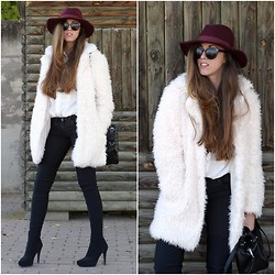 Talía Cardeña - Primark Faux Fur Coat, Marypaz Boots Over Knee - FAUX FUR COAT