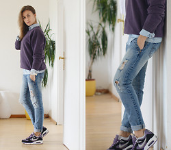 Veronika T - Nike Sneackers, H&M T Shirt - NEW VIOLET NIKES
