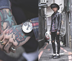 IVAN Chang - Klasse14 Black Watch, Vintage Leather Jacket, Tastemaker 達新美 Plaud Shirt, Topman Skinny Jeans With Rip, Dr. Martens Shoes - 121014 TODAY STYLE