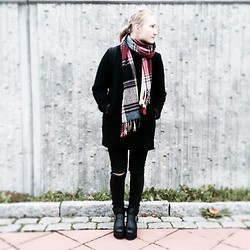 Greta S - Ebay Chunky Boots, Indiska Scarf, Monki Coat, H&M Ripped Jeans - Chilly days