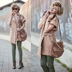 Darya Kamalova -  - CAMEL AND KHAKI COLOURS PERFECT COMBINATION‏