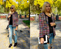 Kate F - Frontrowshop Tweed Jacket, Frontrowshop Necklace, Oasap Sunglasses, Zara Boots - Tweed jacket
