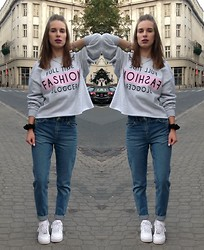 Anna K - River Island Sweatshirt, Topshop Mom Jeans, Nike Sneakers - Full time fashion blogger