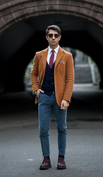 Filippo Fiora - Clerici Shirt, Boglioli Blazer, Boglioli Pants, Barracuda Shoes, Trussardi Sunglasses - CENTRAL PARK