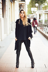 Vita Dinamita - H&M Hoodie, H&M T Shirt, Bershka Leggings, Abbey Dawn Studded Boots - Express yourself, don't repress yourself