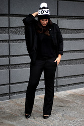Michelle E.               Fashionblogger - H&M Bomber - Outfit/ Black Bomber.