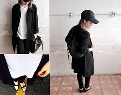 Astrid Baudelaire - Steve Madden Black Purse Bag, Underarmour Black Cap, Levi's® Black Jeans, Lola Shoetique B&W Pointy Shoes - COMFORTABLE IN B&W