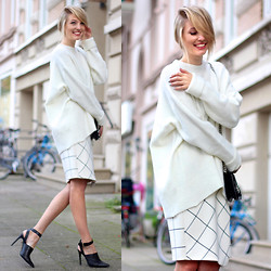 Leonie Hanne - Zara Oversized Knit, Zara Skirt Quecked, Zara Mini Bag, Zara Heels - Cozy Couture