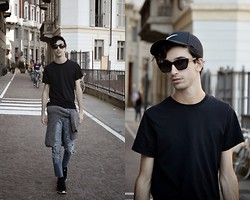 Fabio G. - Nike Cap, & Other Stories Sunglasses, Alexander Wang Sweater, Nike Sneakers - Just do it.