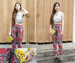 Juliana Lee Mei Yen - Mango Printed Pants, H&M Banana Clutch - Ain't gonna play no banana games.