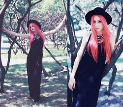 Magdalena T - Second Hand Black Maxi Dress - Collecting moments