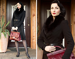 Ava Elderwood -  - Black burgundy