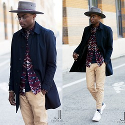 Marc-Henri Ngandu - New Look Imperméable, H&M Aztecs Shirt, Zara Jogged, Adidas Stan Smith - Aztecs