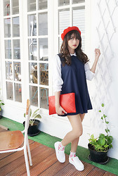 Sasyachi - Odioli Red Clutch Bag, Unbranded Dress, Gu Japan Red Hat, Unbranded White Shoes - Dare to be Blair