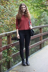 Janine De Bart - H&M Cropped Sweater, Primark Black High Waisted Jeans, Primark Black Bag, Dr. Martens Docs - Sweater Weather