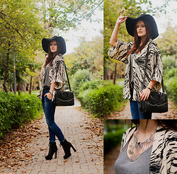 Viktoriya Sener - Nill'in Kimono, Hotic Bag, Soorty Jeans, Mia May Booties, H&M Hat, Nill'in Necklace - WHISPERING WOODS
