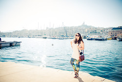 Kathryn W - Black Milk Clothing Monet Lillies Leggings - My Marseille Look