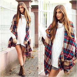 Valerie Husemann - Asos Scarf, Khujo Pullover, Urban Vintage Boots - All about Knits and checkered Scarves