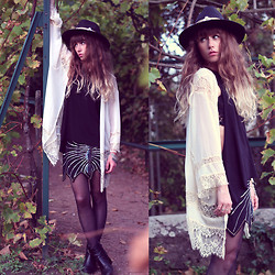 Alexe Bec - Lookbook Store Lace Panels Kimono, Spell Designs Skirt, Me Undies Top, Robert Clergerie Boots, Missguided Fedora Hat, Doll Poupée Leather Hat Band - Autumn vibes.