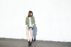 Rima Vaidila - Brandy Melville Usa Army Jacket, Mint Clothing Striped Long Sleeve Tee, First Base Denim Cutoffs - Indian Summer