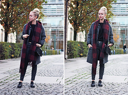 Nathalie R - Monki Scarf, Rut&Circle Jacket - AUTUMN LOOK