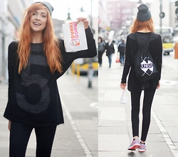 Ebba Zingmark - 5preview Knitted Sweater, Junkyard Xx Xy Bag, Junkyard Xx Xy Beanie, Monki Jeans, Nike Sneakers - DONUTS, ANYONE?